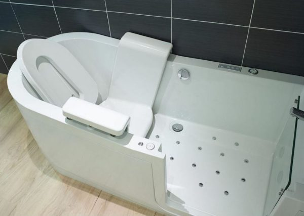 Easy riser walk in bath with powered set and spa jets