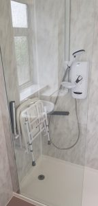 Easy access shower unit with shower seat